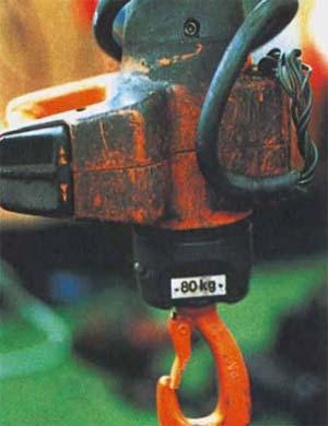Bild 4-3: ... ein aus der Einführung herausgerutschtes Zuführkabel oder  defekte Zugentlastung, darf er den Kran nicht in Betrieb nehmen