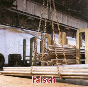 Bild 5-17: Die Reibung zwischen Last und Ketten ist so gering, dass die Ketten beim Anheben zusammenrutschen und die Last aus den Ketten fällt
